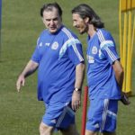 Picture showing soccer coach Bielsa and his translator.